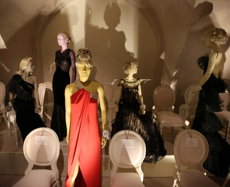 valentino-master-of-couture-8-1354198116-view-0